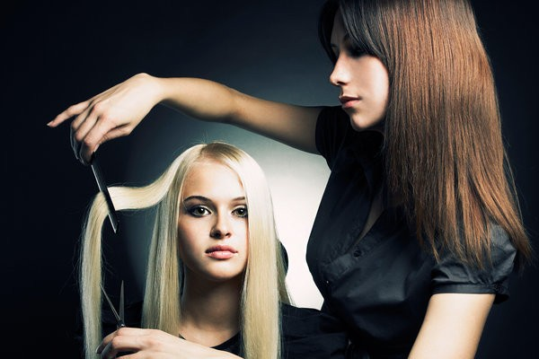 Hair Stylist Job : Beautician Jobs Salary 15000
