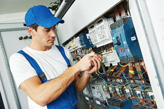 Hiring Electricians in Kuwait - Salary Rs.70000 Per Month